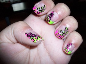 left hand, (i messed up on the middle finger a lil bit :( when i put on clear coat ) neon pink and green mani with neon pink and green leopard print, cant have enough leopard print... no really :D