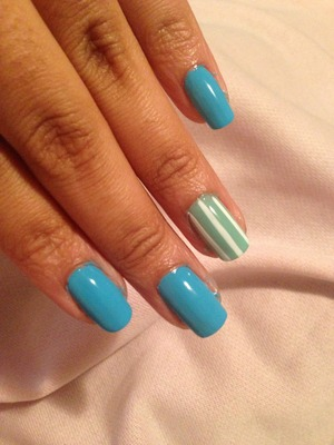 This simple nail design is casual and simple. Welcome summer!