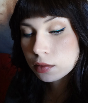 A soft Autumn look. Featuring Urban Decay 24/7 liquid liner in Siren.