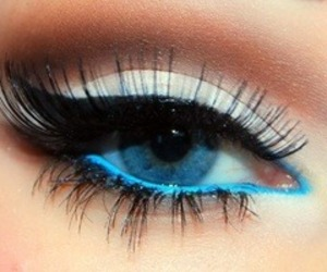 Blue liner an eyes , white shadow