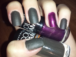 I love my matte and accent sparkle mani! The matte color dried in literally 3 seconds.  Maybelline Colorama in nr. 135 (purple sparkle) and nr. 212 vintage leather (grey matte).