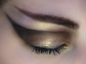 This is my take on Cleopatra style eye makeup :)
