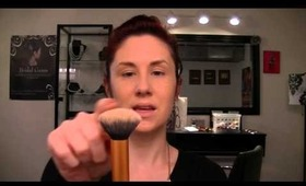HOW TO APPLY POWDER TO SET YOUR FOUNDATION