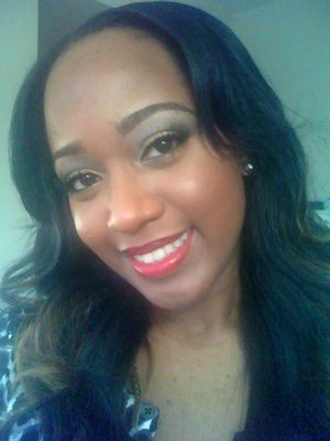 Christmas Makeup look. Allechant Mineral Cosmetics :: 'Yellagold' Loose pigment & Red lipgloss