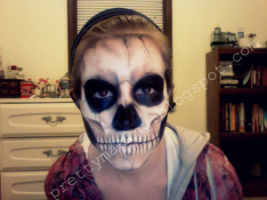 Skull make-up, front view