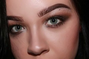 http://youtu.be/d50eTyEQZM0 Hi beauties! This is a simple smokey eye date night makeup look. It's quick, simple, and I love it! :)