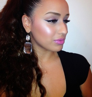 Tonight's makeup look:   Lots of glow, lots of glitter, & a lot of pink! 🌟  Subscribe to my YouTube channel for video tutorials:  http://YouTube.com/Joleposh  For bookings and business inquiries contact me at: BookMe@Joleposh.com