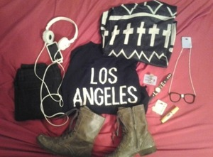 Soooo…I set out this outfit to wear to school tomorrow! Hope you like it! ❤❤❤✌✌✌