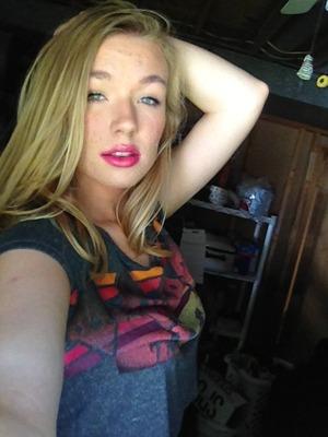Big bright pink lips to end summer. http://pinterest.com/hellobbail/ http://hellobbail.blogspot.com/