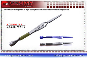 Double-ended - 3-in-1 instrument - Versatile use – can be used for manicures and pedicures and all artificial nail services - Prevent lifting off of nail enhancements - Stainless steel - With pinch function – for the perfect c-curve