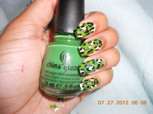 Base color was Avon/ Electric Green and my ring finger is China Glaze/ Starboard . I love this design