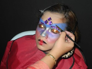 Product that i used for this photo shoot are from Mehron Face Paint, FCC & Glitters Liquid.