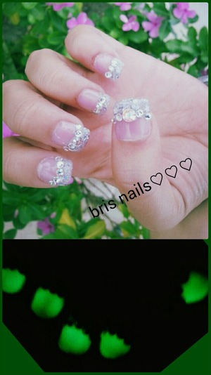 glow in da the dark pink clear acrylic over a glitter mix with stones/ pic of wat it looks like when lights are out...