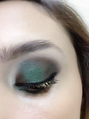 Hello! This was the first look a did on sept 1, officially fall make which I love! I did a combination of a brownish plum shadow on the inner and outer corner and on the center eyelid I used a beautiful green color...I then used my Bobby Brown gel eyeliner which I really love, and to finish the look and since I love glitter, I used a gold mascara from Sephora on my eyelashes! ( I ran out of my Anastasia Beverly Hills Brow Wiz pencil for this look!)