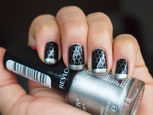 I received my Bundle Monster stamping plates and I had to try it out right away. This is my second attempt after using the terribly streaky Konad black.