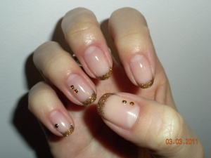 Gold glitter tips with gems