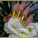 Gold Leopard Print Nails