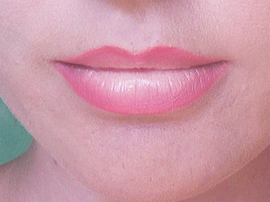 http://www.missbeautyaddict.com/2012/08/cervena-linka-gradient-lips.html