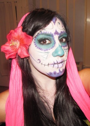 http://leadingladymakeup.com/2011/10/10/dia-de-los-muertos-2/