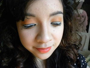 I'm going to see Finding Nemo in 3D today, so I did a look inspired by that little clownfish we all love!