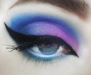 Using only eyeshadow from the Stila Countless Color Pigments! In love!