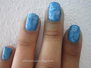 http://ojelerimiseviyorum.blogspot.com/2012/07/abstract-nail-art-challenge-day-5.html