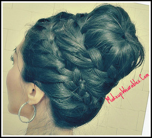 http://makeupwearables.com/2013/01/how-to-never-ending-french-braid-sock.html 