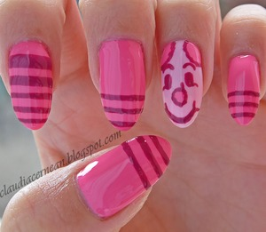 Tutorial on : http://claudiacernean.blogspot.ro/2013/06/unghii-cu-piglet-piglet-nails.html