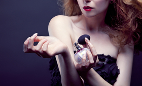 How to Pick a Perfume for Mom