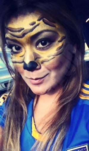 She asked for a sweet kinda tiger makeup for a match of her team. =) I had a lot of fun doing it! Hope that you like it!