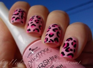 A few months ago I did my first animal print manicure. Here's the result :)