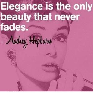 La elegancia es la única belleza que no se marchita.