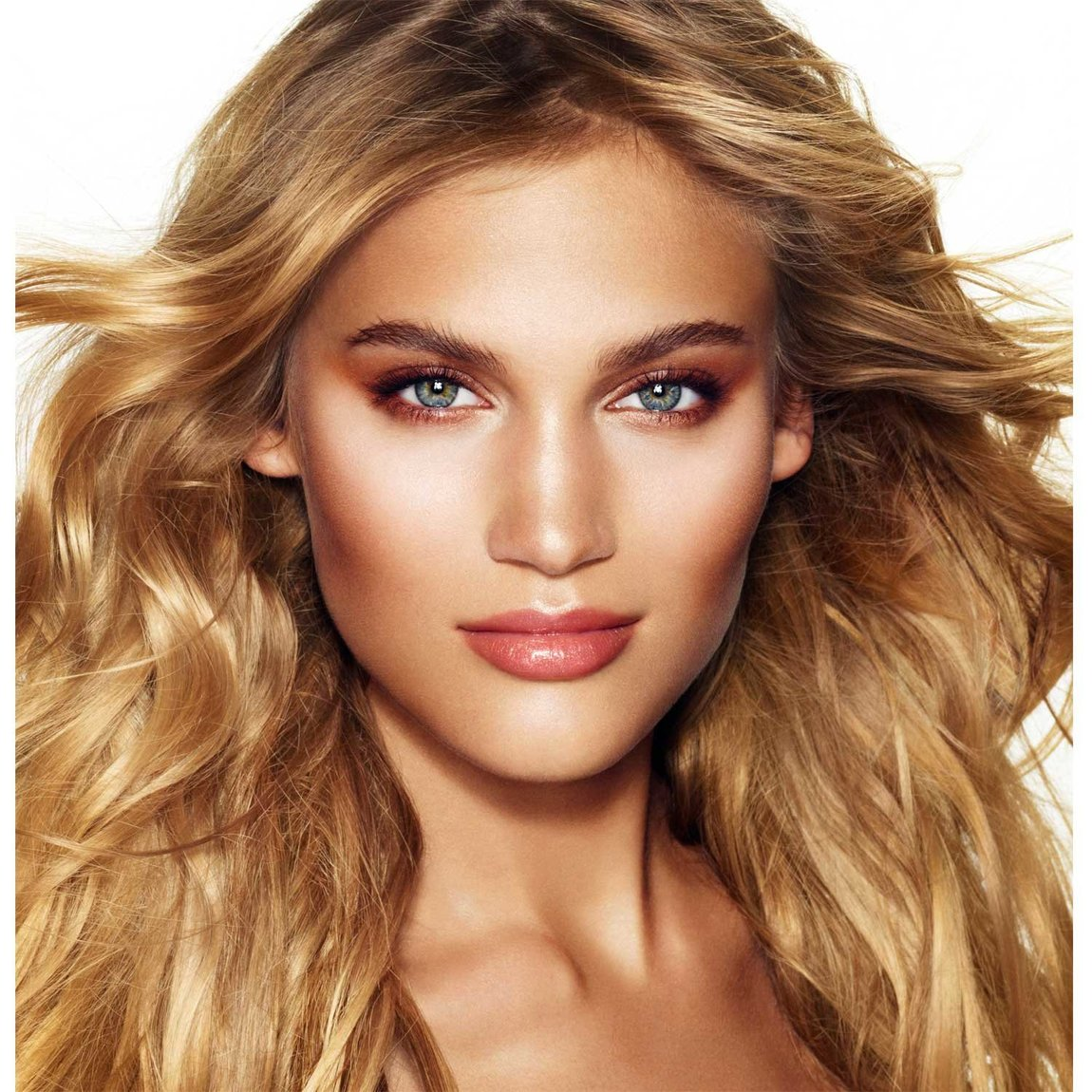 Charlotte Tilbury Get the Look The Golden Goddess product smear.