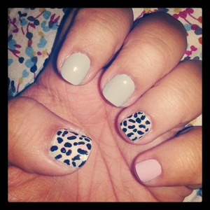 i do my nails with a toothpick super easy, do you like girls ??