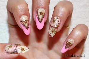 """♡ Products I used ♡ Chunky glitter nail polish: http://www.bornprettystore.com/4pcsset-shiny-shimmer-nail-polish-glitter-nail-series-p-6559.html  """"Perf"""" by Floss Gloss (pink)  Sea shell studs: http://www.shopthenailroom.com/product/gold-sea-shell-studs-3-5mm  Round studs from Jewelry- Nail (rakuten.com)  Dried flowers: I dried them myself. You can buy similar flowers online  Base and top coat"""
