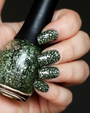 more photos here: http://www.littlebeautybag.com/2014/02/mosaic-glitter-nails.html