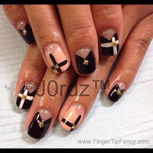 DETAILS HERE: http://fingertipfancy.com/center-cross-nails