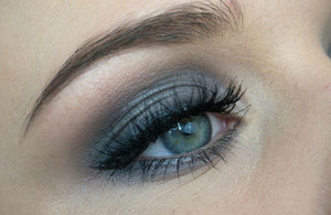 Eyeshadow are from the MUR beyond flawless palette. Lashhes are Ardell wispies.