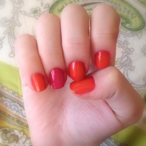 Simple and classy orange and pink manicure, perfect for spring time!