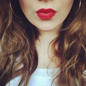 matte red lips, wavy hair, my favourite makeup look!