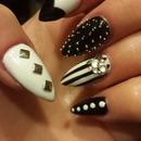 black&white icon naila