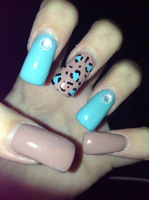 Kinda simple but cute. I have sculptured gel nails on as well. Still getting used to doing those. :)