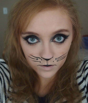 This is the cat inspired look that I did for an cute Halloween costume idea!