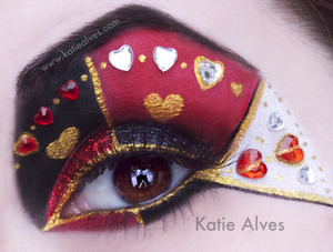 This is my take on Alice in Wonderland's Queen of Hearts! I bought these heart jewels and finally got an idea for them!