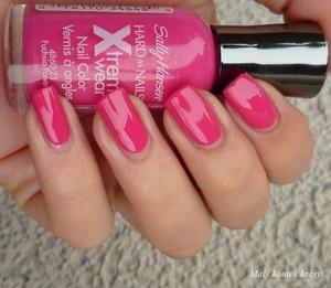 http://malykoutekkrasy.blogspot.cz/2013/04/sally-hansen-xtreme-wear-320-fuchsia.html