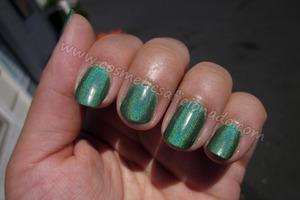 http://www.cosmeticsaficionado.com/2011/07/nail-of-day.html
