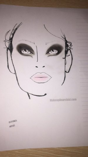 I made a new face chart inspired by this month fashion weeks 2015. Modern smokey eye look with graphic eyeliner combined with soft baby pink lips. No filled eyebrows or contouring because I wanted the attention on the bold eye look. Also, as you may notice the models wearing bold smokey eyes looks have usually blond brows or bleach brows. So, what do you think?