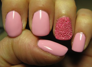 I did the really famous 'caviar' nails at least, and I like it! I have to buy some more beads... ^_^
