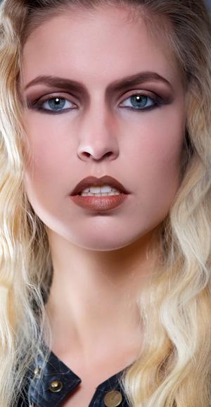 Model Linda Bebelaar photographer Martin Bierman, Visa & Hair Muah Caro Line Karte