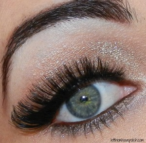 A simple lit up nude lid with Milanis shadow eyez Sand dunes, a cat eye and muchos lashes!